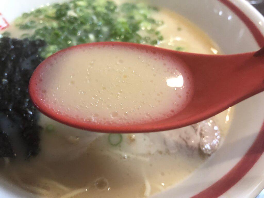 まる孔ラーメンのスープ