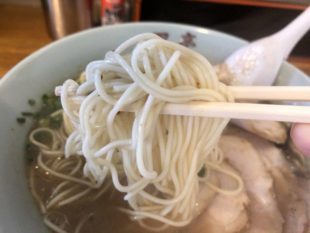 黒亭力合店らーめんの麺